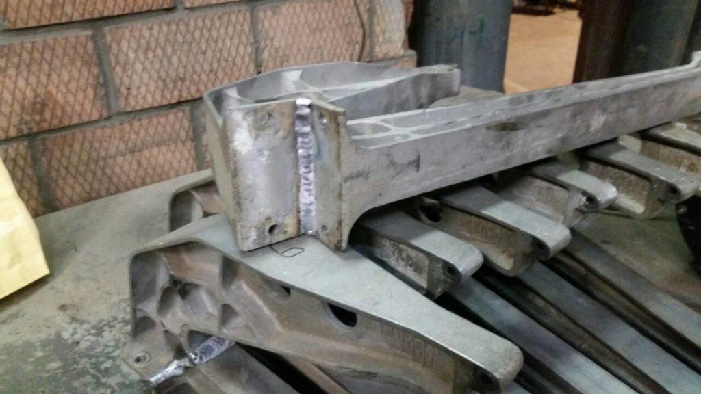 Угловой сварной шов алюминиевой опоры
